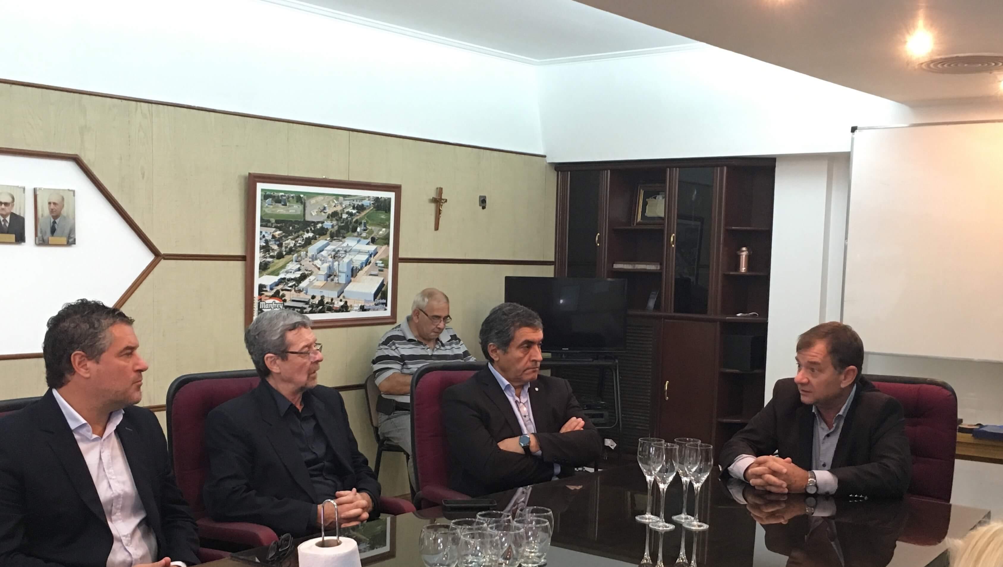 Ercole Felippa recibe a ministros del gobierno de Córdoba, quienes visitaron la nueva planta de leche larga vida